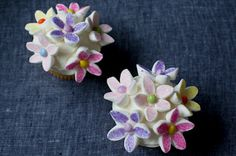 Mini Marshmallow Flower Cupcakes: Recipe of the Day - Recipes Planet Marshmallow Flowers, Marshmallow Cupcakes, Cupcake Cookies, Decorated Marshmallows, Cute Marshmallows, Unicorn Cupcakes, Flower Cupcakes, Cupcake Videos, Cupcake Recipes