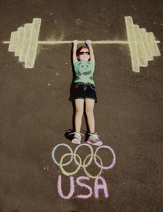 Olympic Weights in Sidewalk Chalk - fun photo idea! Kids Olympics, Summer Olympics, Photo Illusion, Olympic Idea, Olympic Games Kids, Olympic Sports, Chalk Photography, Chalk Photos, Olympic Crafts