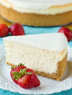 Thick, dense and ultra-rich, this perfect New York cheesecake is so easy it's fool-proof! Thick, dense and ultra-rich, this perfect New York cheesecake is so easy it's fool-proof! Brownie Desserts, Oreo Dessert, Mini Desserts, Just Desserts, Dessert Recipes, Cheesecake Desserts, Dessert Ideas, Yummy Treats, Sweet Treats