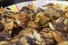 Patatas chips con chocolate. ¡Verás qué delicia el contraste dulce-salado!