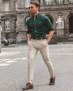 Looking for some smart business casual outfits? Try these 5 amazing business casual outfits you can try not to look sharp. Looking for some smart business casual outfits? Try these 5 amazing business casual outfits you can try not to look sharp. Best Business Casual Outfits, Men Business Casual, Summer Business Attire, Business Style, Formal Men Outfit, Formal Dresses For Men, Work Outfit Men, Casual Outfit For Men, Casual Wear