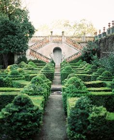 Just imagine running through this garden castle with a loooong flowy dress...*sigh*