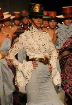 LOS LIRIOS – Aldebarán | Moda Flamenca por Elena Rivera vía Mamá de Mayor Quiero Ser Flamenca.