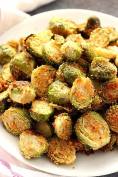 Garlic Parmesan Roasted Brussels Sprouts Recipe - fragrant and flavorful vegetable side dish. Perfectly roasted Brussels sprouts with Parmesan breadcrumbs coating and spices. for dinner healthy Roasted Brussels Sprouts - Crunchy Creamy Sweet Veggie Side Dishes, Side Dish Recipes, Food Dishes, Pork Loin Side Dishes, Salmon Side Dishes, Recipes Dinner, Sides With Salmon, Roast Dinner Side Dishes, Simple Side Dishes