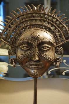 Unique metal Inca Sun God mask, or Inca Royalty mask, on stand. We believe this is made of cast iron. Both the mask and stand are very ornate and have beautiful detail. This item makes for an excellen