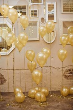 gold baloons