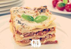 Todo mundo acredita que a lasanha tem origem italiana. Até eu acreditava, mas há registro desse prato na corte inglesa.