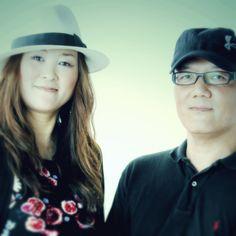 """ゲスト◇SPARKLING☆CHERRY(ヴォーカルcherry、バンマス yoshiro) 2007年活動開始。2011年11月11日11曲入のセルフプロデュースにより""""ippo""""を発表。2012年月刊Player4月号のPOP/ROCK部門MANTHLY CHAMPに選ばれる。その後、J-WAVEネットラジオ MUSIC HYPER MARKETで「ただ一歩踏み出せばいい」が初登場11位にランクイン。2012年 第27回吉祥寺音楽祭 吉音コンテストvol.11にて、準グランプリを受賞。2014年1月、本格的デビュー・アルバム「SPARKLING☆CHERRY」をリリース。現在都内を中心に、心に寄り添うようなスパチェリ・サウンドを広めるべく幅広く活動中。メンバーは、Cherry(vo)、若林大道(gt)、yoshiro(ba)、西村悟志(dr)、青木岳(pf)、安田将人(sax/fl)"""