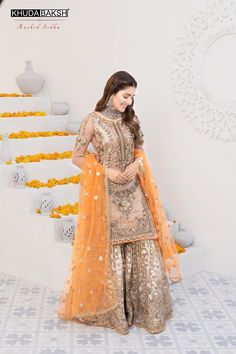Beautiful Pakistani Dresses, Pakistani Formal Dresses, Shadi Dresses, Pakistani Dress Design, Pakistani Fashion Party Wear, Pakistani Wedding Outfits, Indian Fashion Dresses, Bridal Outfits, Indian Outfits