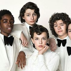 The 'stranger things' kids - millie bobby brown, finn wolfhard, noah schnapp, caleb mclaughlin and gaten matarazzo - will be featured on the cover of the Stranger Things Netflix, Stranger Things Fotos, Stranger Things Lights, Stranger Things Quote, Stranger Things Season 3, Stranger Things Aesthetic, Eleven Stranger Things, Looks Kylie Jenner, Prince Charmant