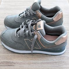 Pinterest: /Cleermartin/ New Balance Metallic 574 Sneakers | Modish and Main... Just copped these and I'm in LOVE!!!!!!! Rose Gold New Balance, New Balance 574 Grey, New Balance Trainers, Nb Shoes, Tennis Shoes Outfit, Grey Shoes, Cute Shoes, Me Too Shoes, Shoes Heels