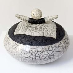 boite  blanche  et noire céramique raku, Anne THIELLET, céramiste Raku