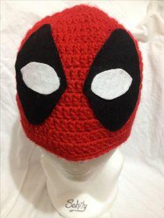 Gorro tejido Deadpool by Sahily Crochet $250