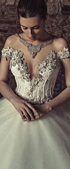 Amazing Tulle & Satin Bateau Neckline Ball Gown Wedding Dresses With Lace Appliques