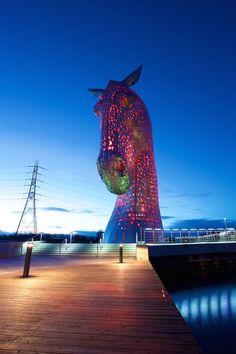 Enormous Horse Head Sculptures Illuminate the Scottish Skyline at Night - My Modern Met