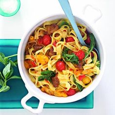 Hot Italian Sausage and Tomato Pasta Italian Pasta Recipes, Yummy Pasta Recipes, Healthy Recipes, Italian Cooking, Meat Recipes, Crockpot Recipes, Chicken Recipes, Dinner Recipes, Recipes