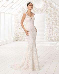 Robe de mariée coupe sirène en dentelle avec décolleté dans le dos. Collection 2018 Rosa Clará Soft.