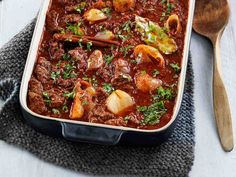 Stifado Greek Recipes, Low Carb Recipes, Stifado, Albondigas, Cook At Home, Chili, Food And Drink, Soup, Beef