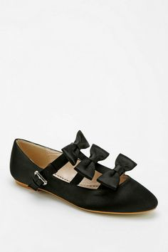 Cooperative Triple-Bow Buckled Flat #urbanoutfitters