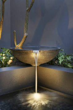 fontaine pour bassin, un bol débordant