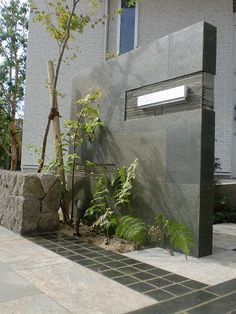 佐賀のエクステリア専門店プラスブレンドによるお洒落でシンプルモダンなデザインのエクステリア・外構の施工実績を掲載しています。 Side Yard Landscaping, Modern Landscaping, Front Gates, Entrance Gates, Exterior Wall Tiles, Brick Works, External Cladding, Front Gate Design, Compound Wall