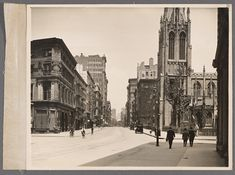 Broadway at 10th Street From New York Public Library Digital Collections.