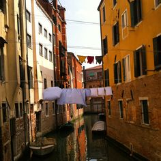 Spring colours & laundry in Venice. Happy days!