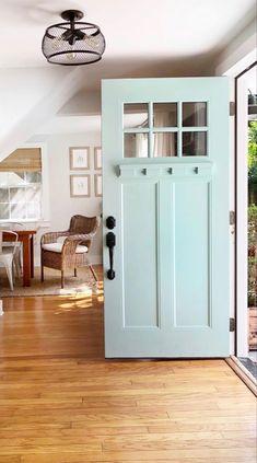 Craftsman Style Front Doors, Cottage Front Doors, Craftsman Door, Craftsman Exterior, Craftsman Bungalows, Exterior Windows, House Paint Exterior, House Front, Front Porch