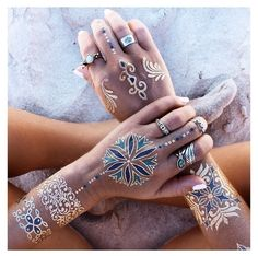 bohemian hippie silver and gold flash tattoos on the beach sand photography summer vibes Boho Gypsy, Bohemian Style, Boho Chic, Gypsy Chic, Boho Hippie, Flash Tattoos, Tatoos, Boho Tattoos, Henna Tattoos