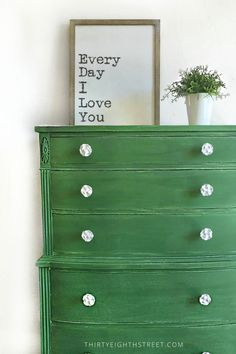A gorgeous green dresser makeover using Tavern Green milk paint from The Old Fashioned Milk Paint Company. Beautiful furniture makeovers with lots of tips and tricks! Milk Paint Furniture, Green Painted Furniture, Painted Bedroom Furniture, Colorful Furniture, Bedroom Dressers, Furniture Ideas, Diy Dresser Makeover, Dresser Makeovers, Dresser Ideas