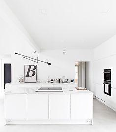 Marja Wickman — — is an art director from Finland. She also runs Musta Ovi (The Black Door) Luxury Home Decor, Cheap Home Decor, Kitchen Interior, New Kitchen, Kitchen White, Scandinavian Kitchen, Scandinavian Style, Nordic Kitchen, Küchen Design