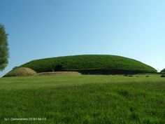 Knowth, neolithic passage grave, min. 2500 BC, Brú na Bóinne,  Ireland. Later used as a hill fort and for living. Astrogeographic position: the midpoint of the largest mound is at 15° of the water sign Scorpio  indicator of tombs and of the closed and fortress like  building and at 15° of the earth sign Taurus which indicates a local center and even a market place character. Valid for field level 4.
