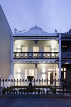 Bridport Residence is a up to date two story Victorian terrace designed by Matt Gibson Architecture + Design, situated on Bridport Street, in Melbourne, V Architecture Design, Australian Architecture, Victorian Architecture, Residential Architecture, Amazing Architecture, Stairs Architecture, Terrace House Exterior, Victorian Terrace House, Facade House