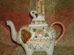 VINTAGE ELEPHANT TEA POT