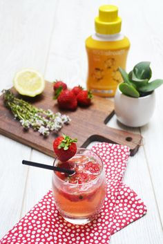 Tonic Delight - Envie d'apéro #apéro #cocktail #girly #apero #aperitif  #apéritif #aperotime #foodies #blog #recipe #recette #homemade #yummy #miam  #AperoQueen #aperitivo #food #cheers #foodies #tchintchin #apetizer #foodporn #aperohours #goodtimes