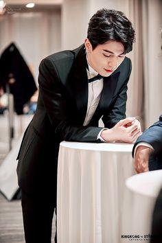 Asian Actors, Korean Actors, Chinese Men's Clothing, Lee Dong Wook Wallpaper, Lee Dong Wok, Goblin, Park Bo Gum, Kim Bum, Princesa Disney
