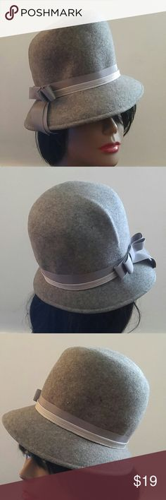 """Vintage Gray Winter Wool Hat with Bow Band Vintage Gray Winter Wool Hat with Bow Band Beautiful Condition! Light and Dark Gray Grosgrain Band w Bow. Label: Blenover Henry Pollak Measures: 21"""" Vintage Accessories Hats"""