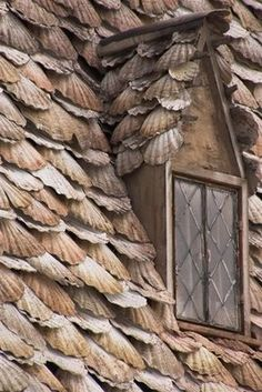 Shell roofed cottage. I would love to live in a home like this <3.