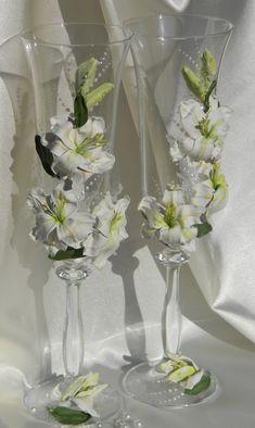 Wedding champagne glasses,Wedding toasting flutes,White Champagne flutes,Wedding supplies,Personaliz
