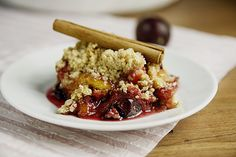 Plum Crumble - Food Recipes Home Plum Crumble Recipes, Sweet Recipes, Cake Recipes, Quiche Dish, Cinnamon Oatmeal, English Food, Eat Dessert First, Sweet Cakes, Different Recipes