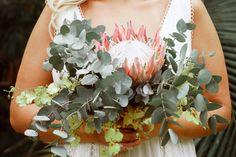 Buquê de noiva por Odeon Decorações. Floral Wreath, Wreaths, Bouquet Wedding, Engagement, Floral Crown, Door Wreaths, Deco Mesh Wreaths, Floral Arrangements, Garlands