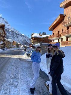 Ski And Snowboard, Snowboarding, Ski Ski, Mode Au Ski, Chalet Girl, Ski Girl, Ski Season, Travel Aesthetic, Sky Aesthetic