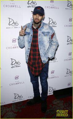 Chris Brown Kicks Off 2016 with Shirtless Vegas Performance