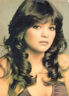 Vintage Hairstyles With Bangs I had this Valerie Bertinelli poster as a kid. 1970s Hairstyles, Vintage Hairstyles, Straight Hairstyles, Dread Hairstyles, Medium Hairstyles, Natural Hairstyles, 70s Makeup, Hair Makeup, New Hair