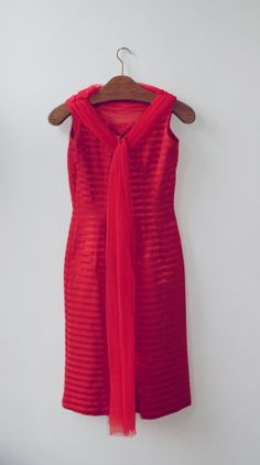 Red vintage dress small 50s by Typolove on Etsy, €35.00