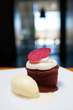 Red Velvet Cake: From Gimmick to American Classic - NYTimes.com