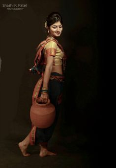 going to river to fetch the water in earthen pot! Traditional in India! Indian Women Painting, Indian Art Paintings, Beauty Art, Beauty Women, Indian Heritage, Indian Beauty Saree, Woman Painting, India Beauty, Indian Girls
