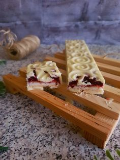 TURRÓN DE FRUTAS DEL BOSQUE Y WHISKY Forest Fruits, Christmas Deserts, Chocolate Decorations, Edible Gifts, Desert Recipes, Cupcake Cookies, Cookie Bars, Toffee, Cookie Recipes
