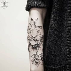 Ever-So-Tasteful Forearm Tattoos For Women Poppy Forearm Work by Diana Severinenko