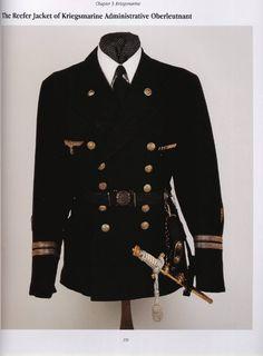 Mejores uniformes militares de la historia, independientemente de la posición o afinidad política que se tenga eran confeccionados por este señor. ...